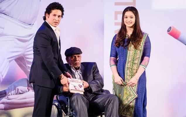Sachin Tendulkar, Ramakant Achrekar with Sara Tendulkar.