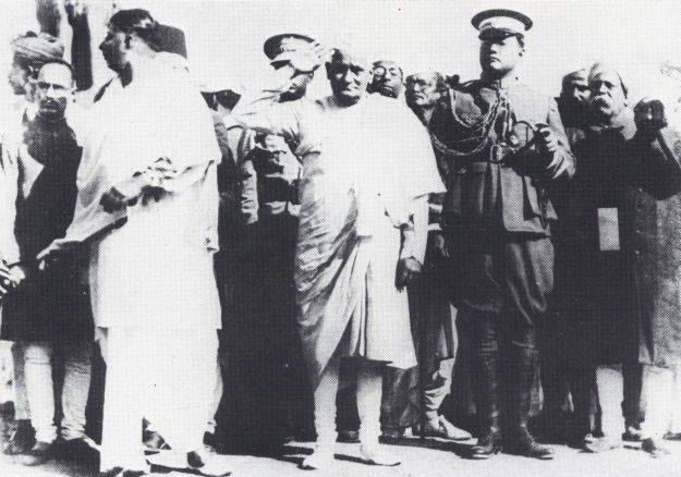 Subhas Chandra Bose (in military uniform) with Motilal Nehru at the Calcutta session of the Indian National Congress in December 1928